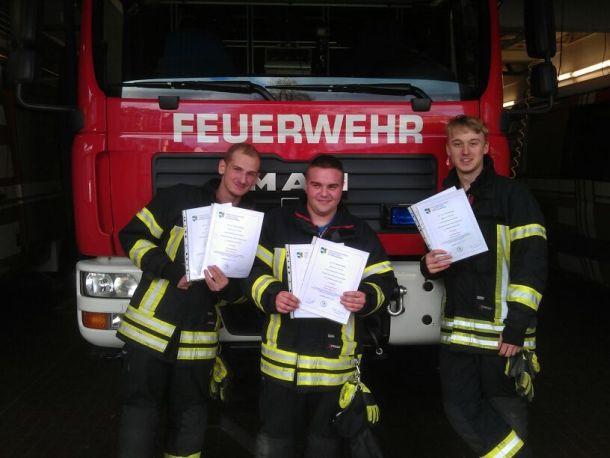 2013-11-09 [FWEN] 3 neue Feuerwehrmänner