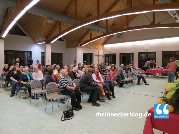 Gut 60 Zuhörer kamen ins St.-Remigius-Haus, um von der Fahrradweltreises des Ehepaar Höhle zu hören