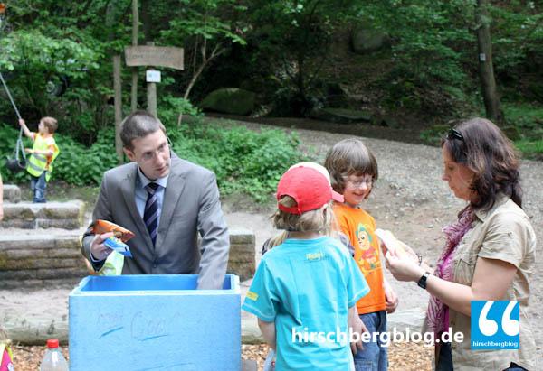 Der Hirschberger Wald habe vor allem einen Freizeit- als einen Wirtschaftswert - hier bei der Einweihung des Waldspielplatzes durch Bürgermeister Manuel Just. Darin waren sich die Stadträte einig.