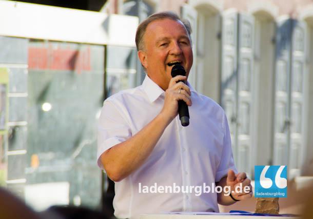 """Bürgermeister Rainer Ziegler bedankte sich bei der Baufirma, den Bauleitern und den Anwohnern für ihre """"Engelsgeduld""""."""